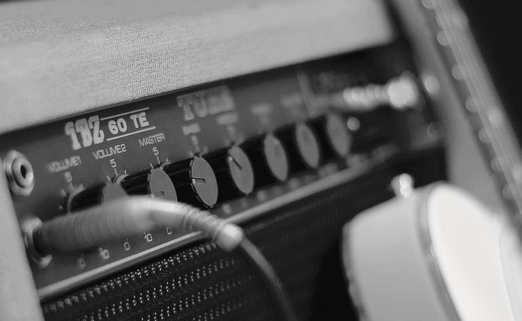 Conectar la guitarra al amplificador